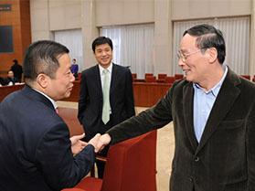 中央政治局常委五角、中央纪委书记王歧山与周海江亲切握手