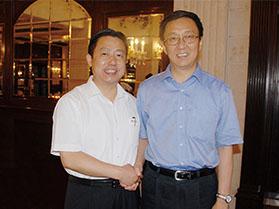 十九届中共中央政治局常委韩正与周海江握手合影